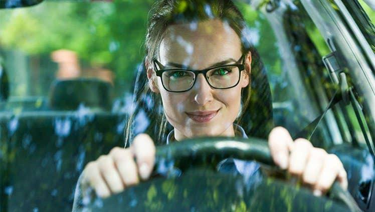 Mulher no volante... Tranquilidade constante