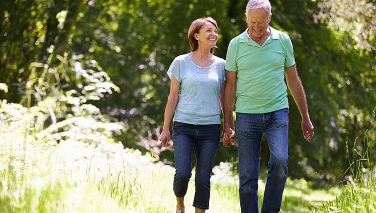 Caminha ao lado de quem te quer bem ou caminha só.