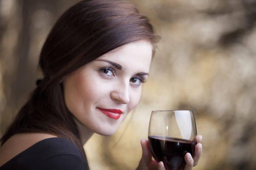 Resultado de imagem para Troque gente chata por vinho