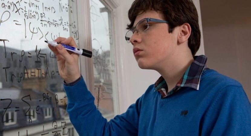 Resultado de imagem para Menino gênio diagnosticado com autismo tem QI maior do que de Einstein