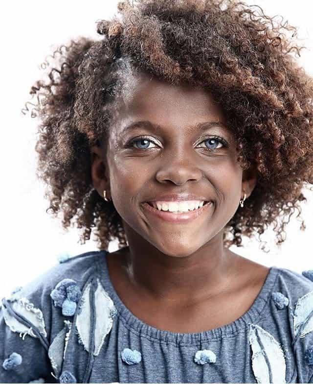 a menina brasileira dos olhos de safira2