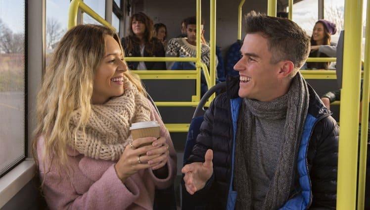 pessoas mais felizes conversam