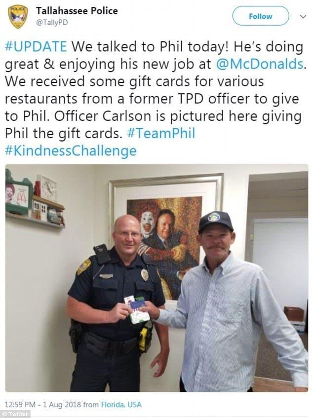 policial faz barba de3