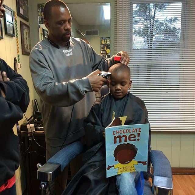 barbeiro dá desconto para2