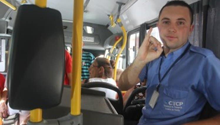 cobrador de ônibus aprende