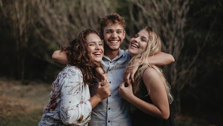 ninguém é feliz sem ter bons amigos