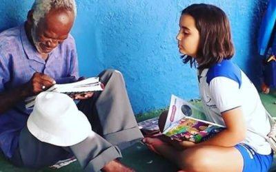 Menina de 9 anos alfabetiza