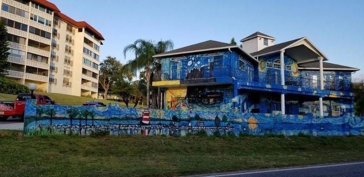 pais pintam casa estilo van gogh4