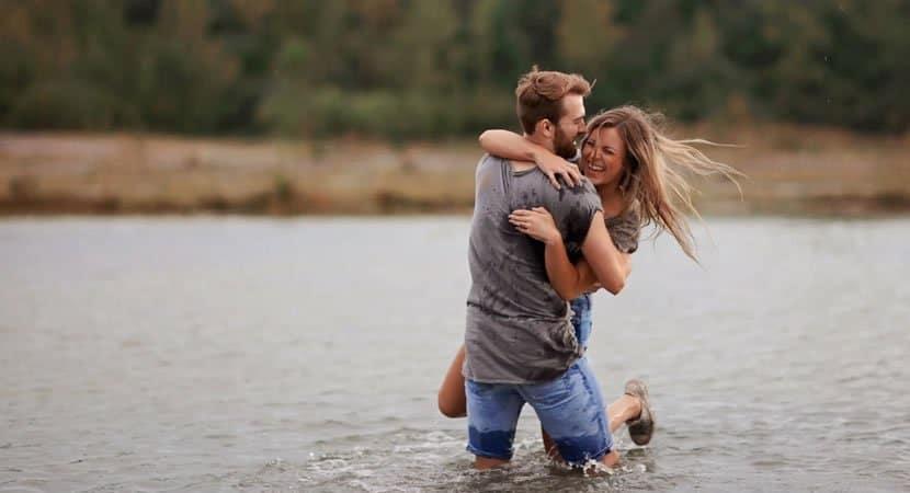 AMOR O amor é construído por duas pessoas que estão dispostas a darem o melhor de si