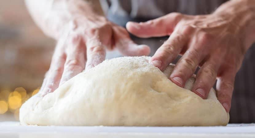 assar pães e bolos