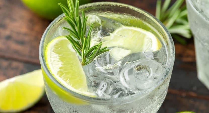 4 motivos pelos quais você deve começar a beber água com limão hoje