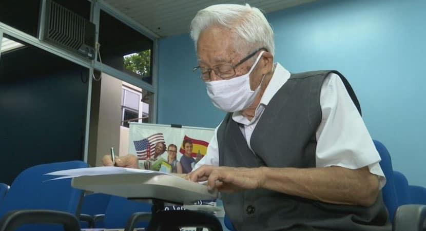 Idoso de 82 anos vai fazer vestibular em medicina para dar consultas de graça