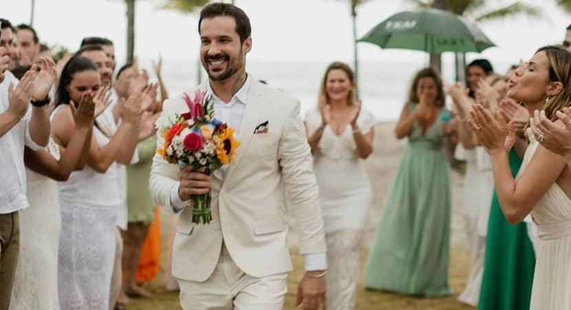 Médico celebra amor próprio e casa com ele mesmo após fim de noivado