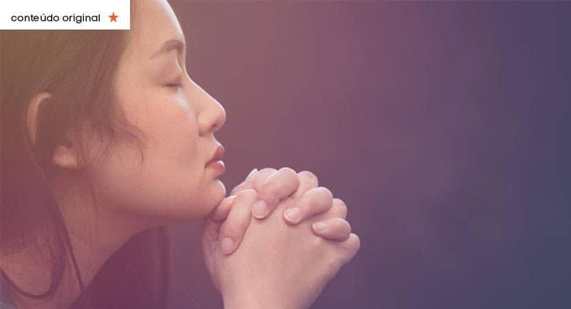 Você nem percebeu mas Deus te livrou do inimigo o dia todo Dobre os joelhos e agradeça