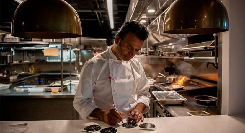 4Ele catava comida no lixo e se tornou o chefe de cozinha dos ricos e famosos