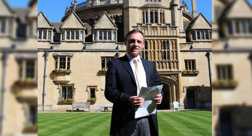 capadepois de dormir em chão de terra homem aprendeu 7 idiomas e hoje dá aulas em Oxford 1