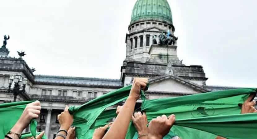 capalegalização do aborto na Argentina é aprovada pelo senado do país