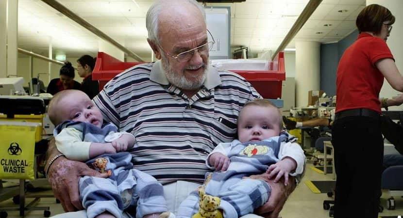 capavovô de 83 anos com sangue raro já fez mais de 1000 doações e salvou a vida de 2 milhões de bebês 2