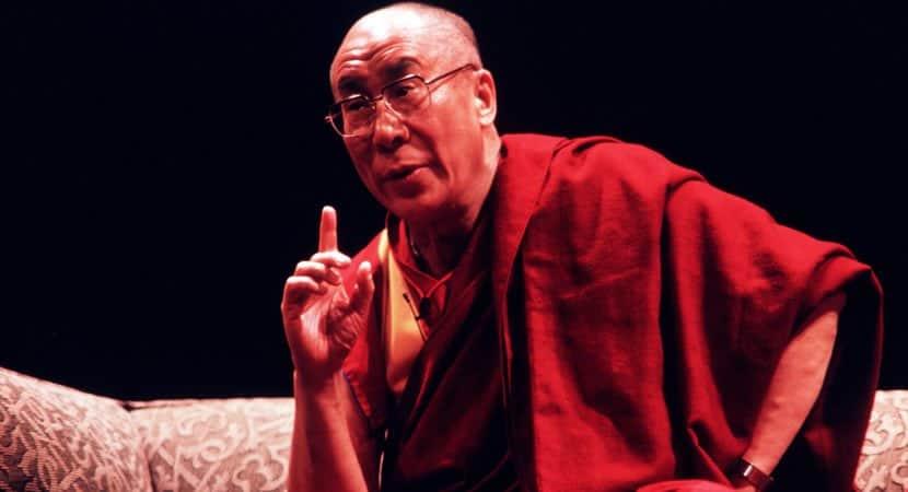 oração não é suficiente devemos assumir responsabilidade diz Dalai Lama sobre coronavírus