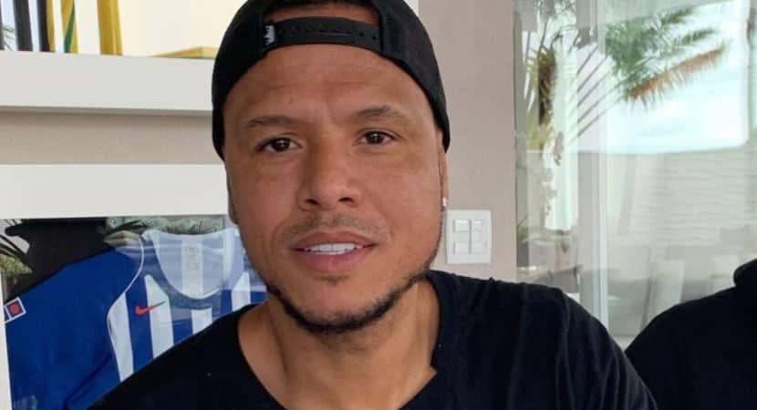 1 capa Luis Fabiano e internado em hospital de Sao Paulo depois de testar positivo para Covid 19