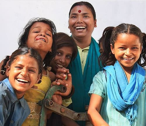 2 Homem salva mais de 2.500 criancas do trafico de pessoas atraves de ONG. Um exemplo de heroismo