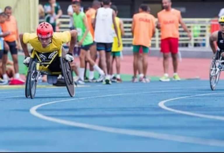 2ex atleta paraolimpico brasileiro sobrevive fazendo entregas em sua cadeira de rodas