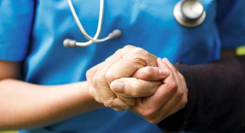 A enfermagem e a arte de cuidar e o compromisso pela vida