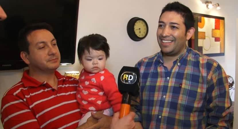 CAPA Casal adota recem nascida com HIV que ja tinha sido recusada por 10 familias Era nosso anjo