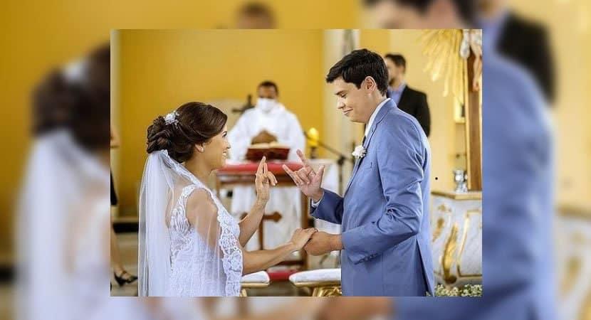 Capa Para surpresa de noivos surdos padre celebra casamento em Libras Reflexao para a sociedade