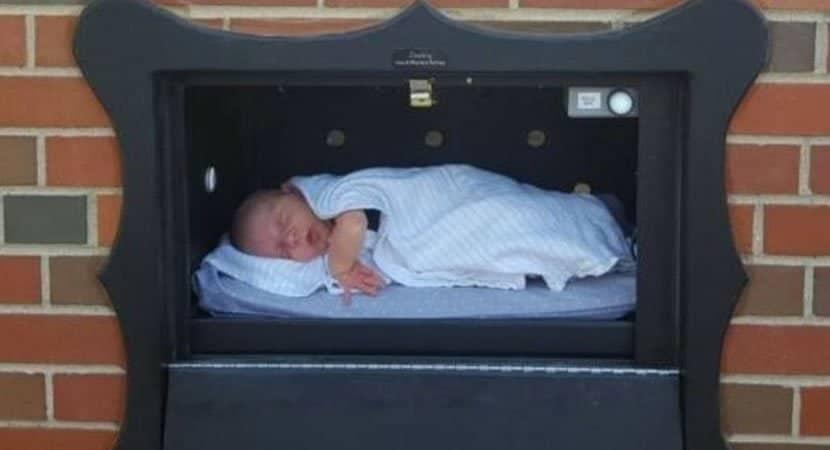 bruxelas tem caixa de correio para pais deixarem bebes indesejados