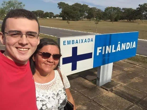 2mae junta mais de 300 kg de material reciclavel e realiza sonho de filho de estudar na Finlandia
