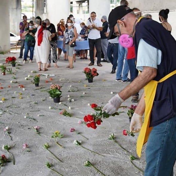3 Padre Julio Lancellotti coloca flores onde antes tinha pedras para afastar pessoas em situacao de rua