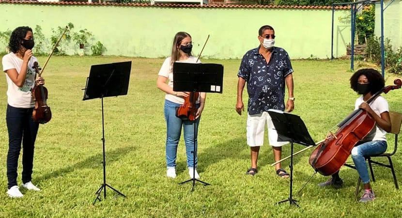 3sonho realizado Zeca Pagodinho se orgulha de instituto que oferece aulas de musica para criancas