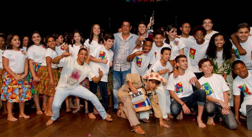 capasonho realizado Zeca Pagodinho se orgulha de instituto que oferece aulas de musica para criancas