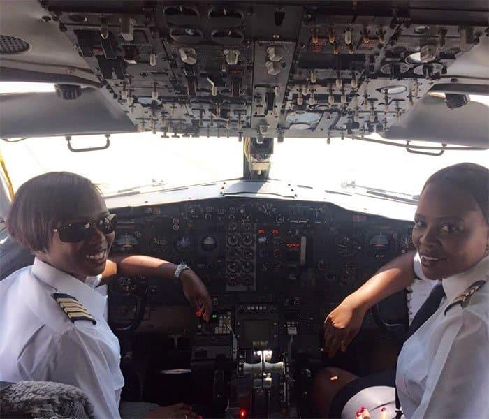 1 3 Pintando o ceu de rosa mulheres se tornam as primeiras a pilotar um Boeing 737 na historia