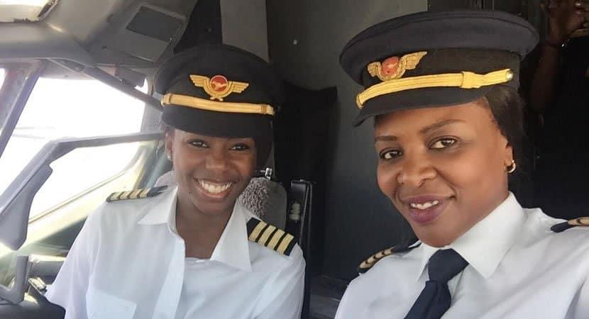 1 capa Pintando o ceu de rosa mulheres se tornam as primeiras a pilotar um Boeing 737 na historia