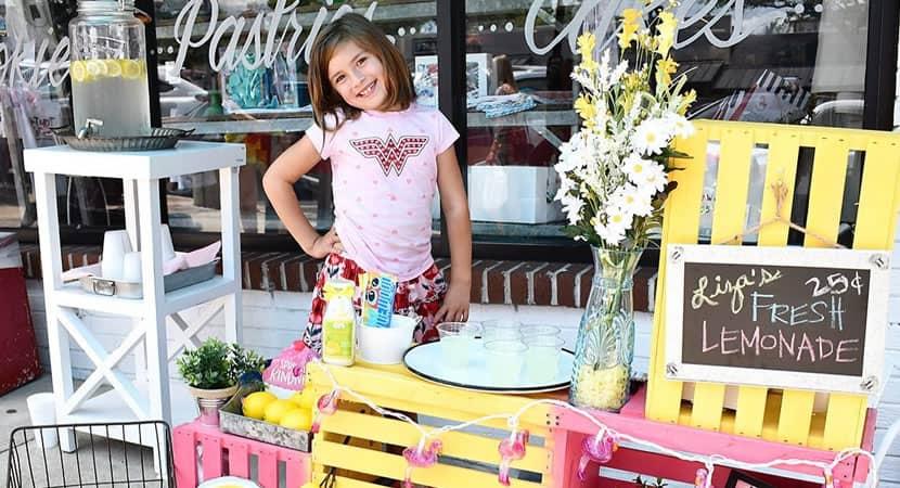 3 capa Para pagar custos de cirurgia no cerebro menina de 7 anos vende limonada Luta para sobreviver
