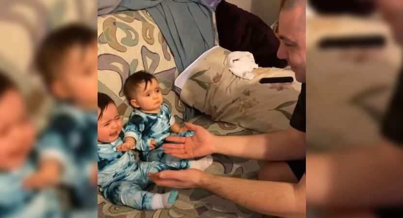 4 capa Video fofo mostra quando gemea ve seu pai sem barba pela primeira vez e tenta proteger a irma