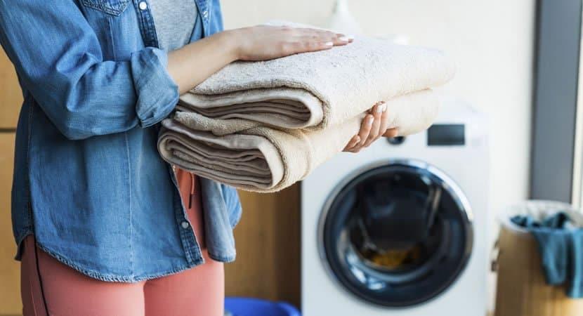 Vinagre e o melhor truque para manter as roupas mais brancas e as toalhas mais macias