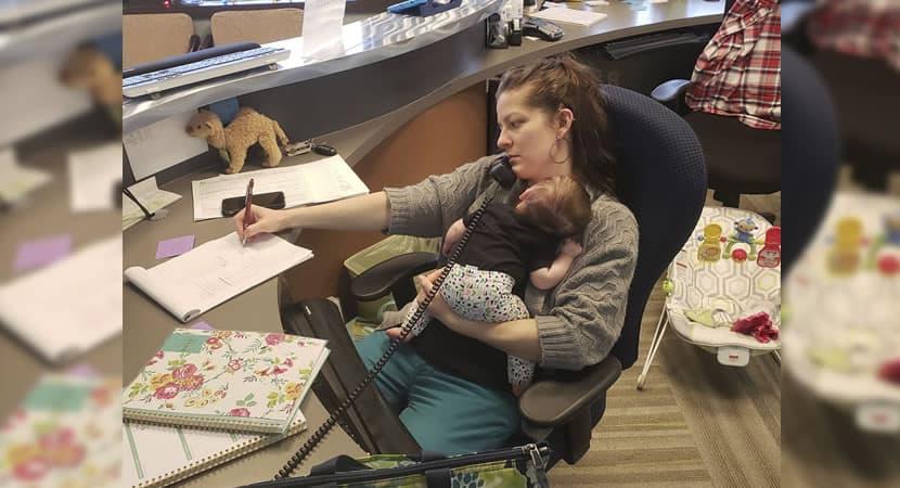capachefe viraliza ao honrar esforco de mae que trabalhava com a filha no colo ela faz parecer tao facil