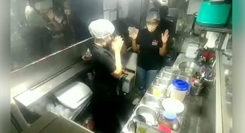 mulheres viralizam depois de serem filmadas orando e agradecendo por venda realizada