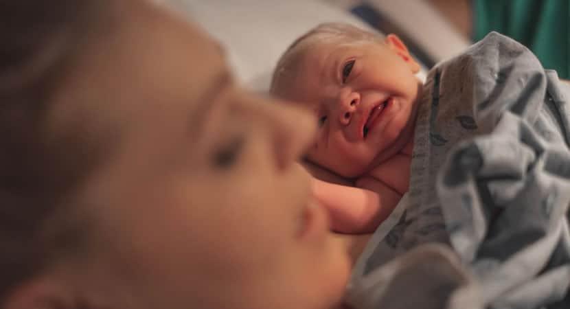 2 Mae revela que so da um banho por semana em seu filho recem nascido Achei que era normal