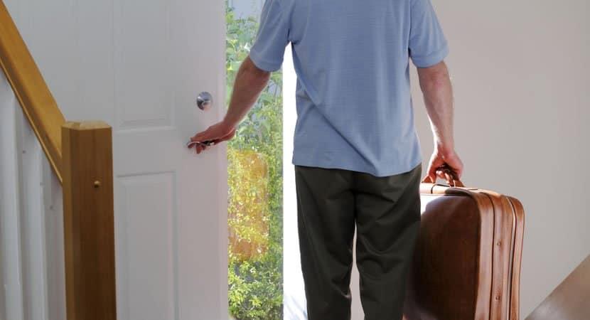 mulher pede dicas na internet de como mandar enteado embora de casa depois que seu pai faleceu