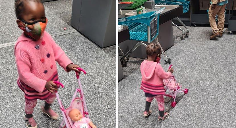 3homem deixa dinheiro no bolso de pai para ajuda lo a comprar boneca para a sua filha