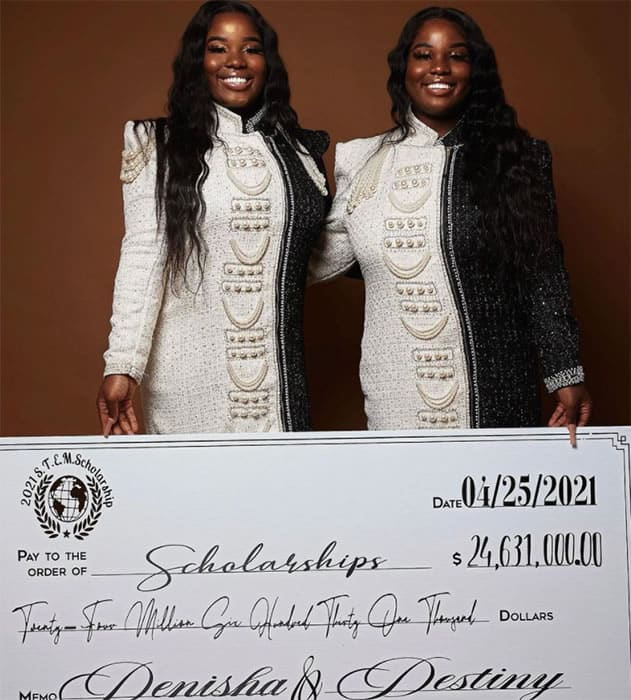 5 2 Gemeas recebem 130 milhoes em bolsas de estudos e mais de 200 propostas de faculdades Dedicadas