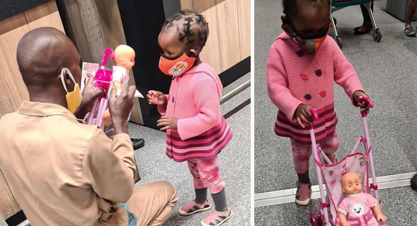 capahomem deixa dinheiro no bolso de pai para ajuda lo a comprar boneca para a sua filha