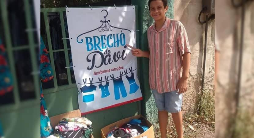capamenino carioca de 11 anos abre brecho e vende as proprias roupas para ajudar mae durante crise
