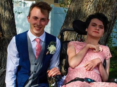 4 capa Jovem ve publicacao nas redes sociais sobre menina com deficiencia e decide leva la ao baile da escola