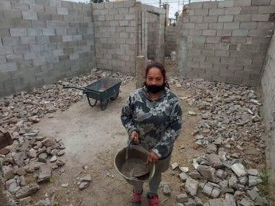 capasem dinheiro para pagar o aluguel mae de 4 filhos decide construir a propria casa