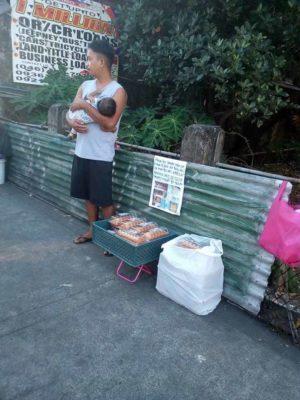 1 3 Pai desesperado vende doces na rua para salvar vida de bebe que precisa de transplante de figado